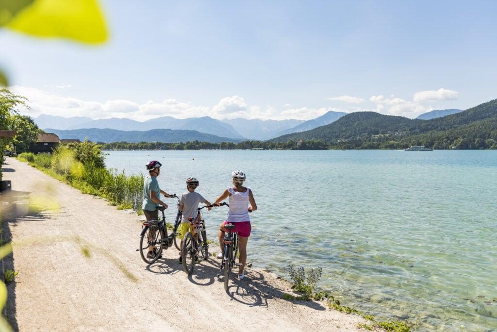 Radfahren mit Familie am Wörthersee