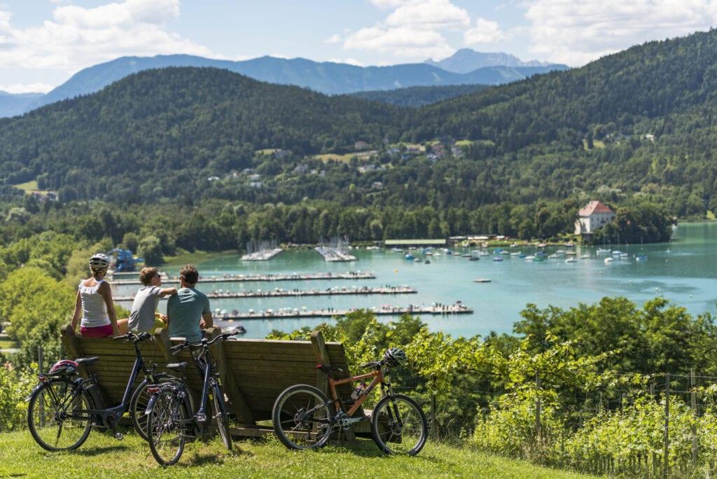 Radfahren mit der Familien um den Wörthersee