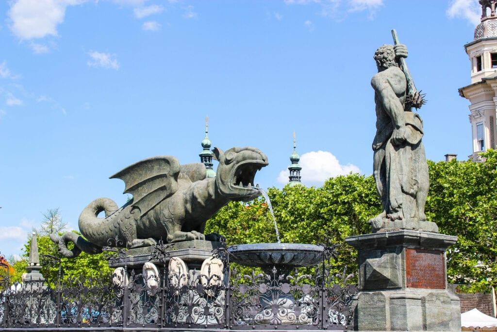Lindwurm am Neuen Platz