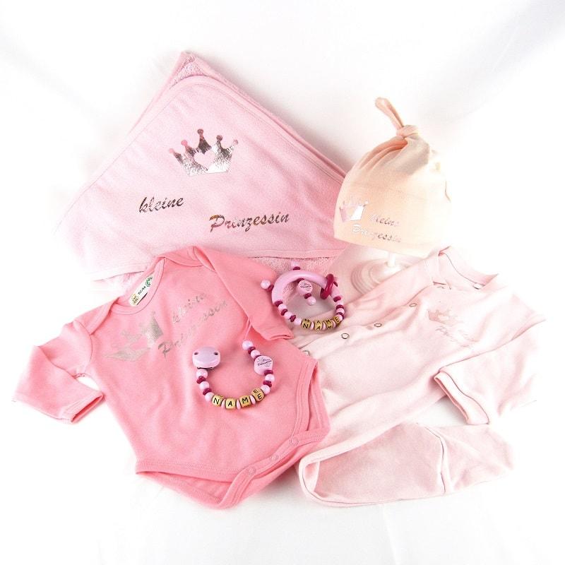 Babybody, Schnullerkette, Mütze, Strumpfhose für Kinder in der Farbe rosa von der Firma Zwergenstadt aus Klagenfurt, hangemacht