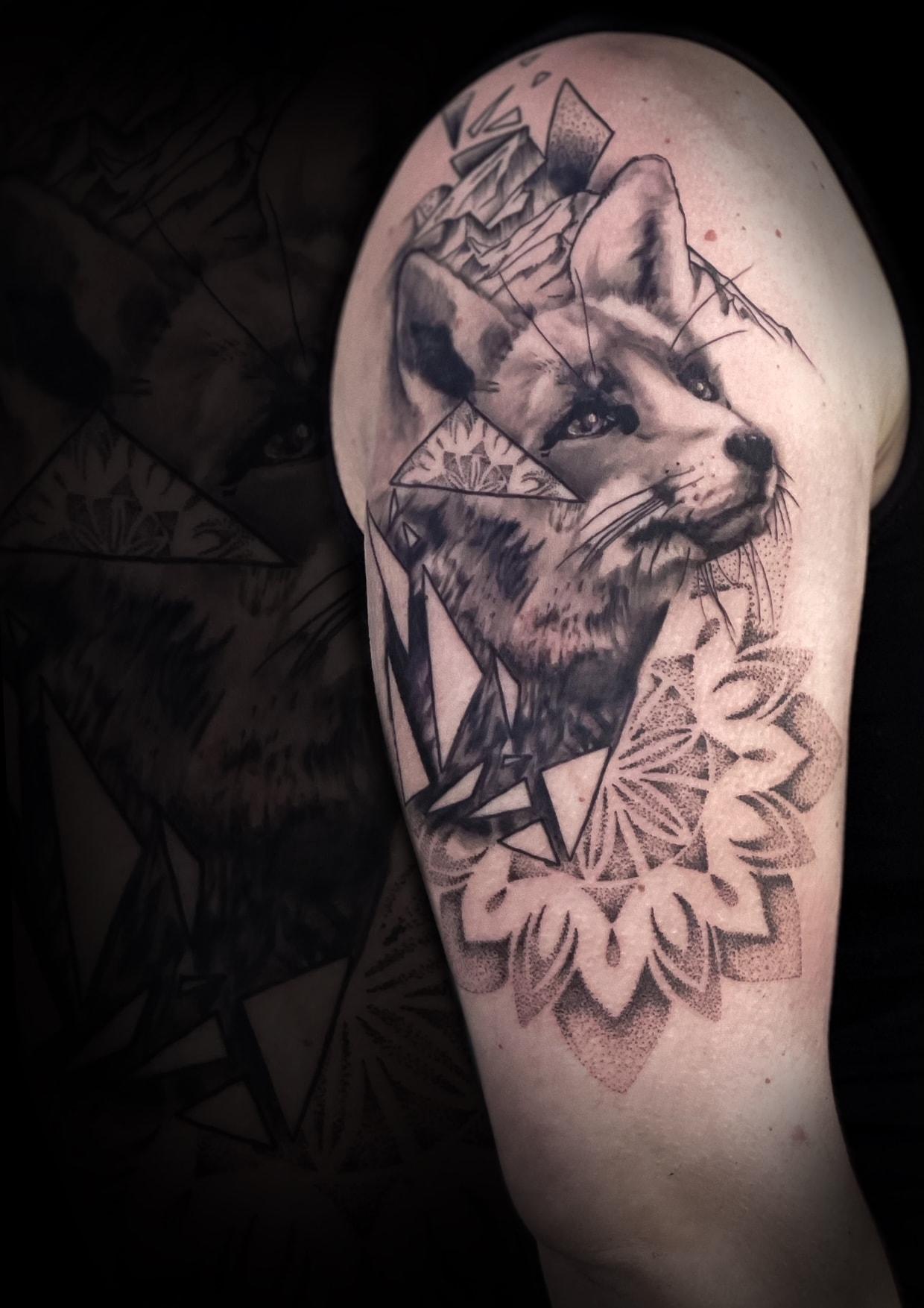 Fuchs, Mandala, realistisch, geometrisch, Van de Rutter Tattoostudio, tätowieren, Tattooarist, 9020 Klagenfurt am Wörthersee