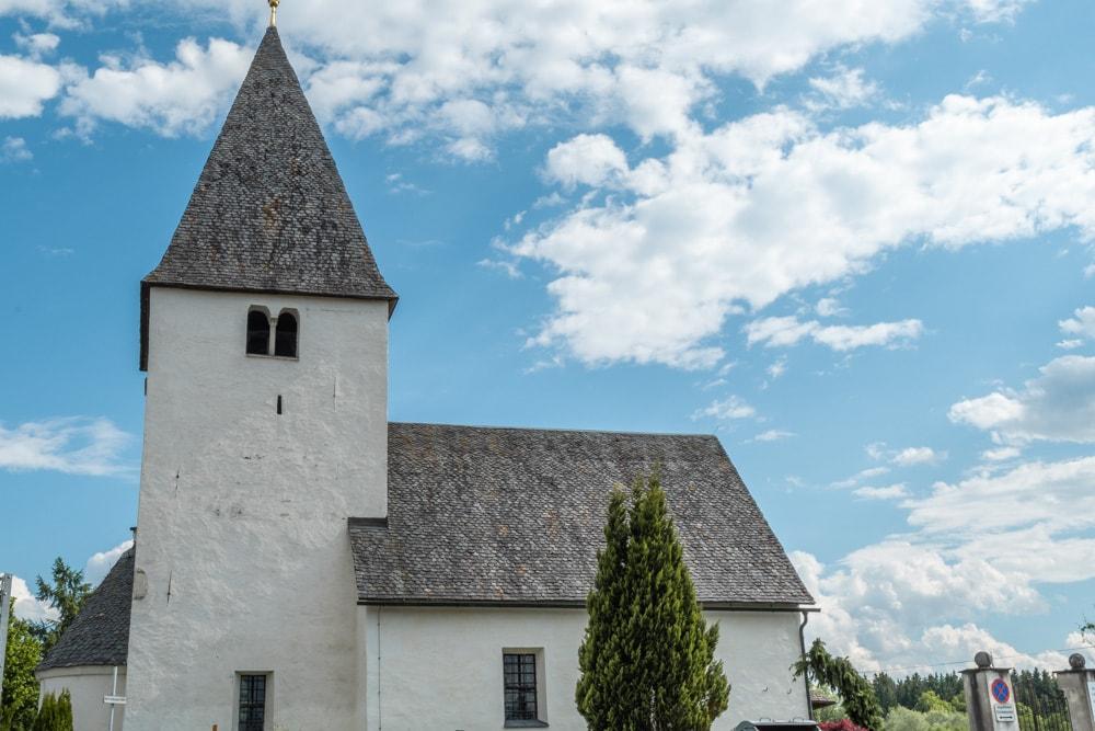 Die Chorturmkirche in Lendorf wurde in der Romanik errichtet. Hier vermischen sich die Kulturen.