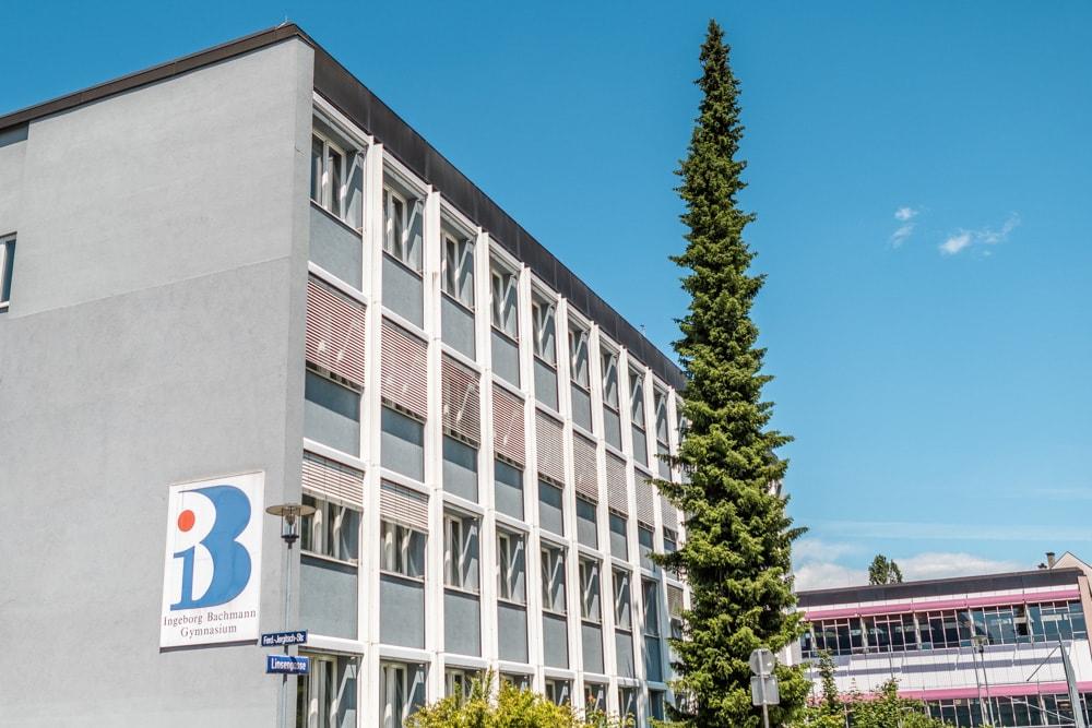 Das Ingeborg Bachmann Gymnasium trägt den Namen ihrer prominentesten Schülerin