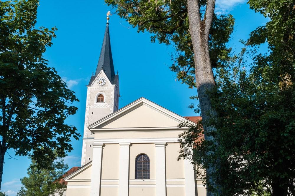 Die Stiftskirche Viktring ist von einem wechselnden Stil geprägt. Barock, Gotik und Klassizismus treffen hier aufeinander.