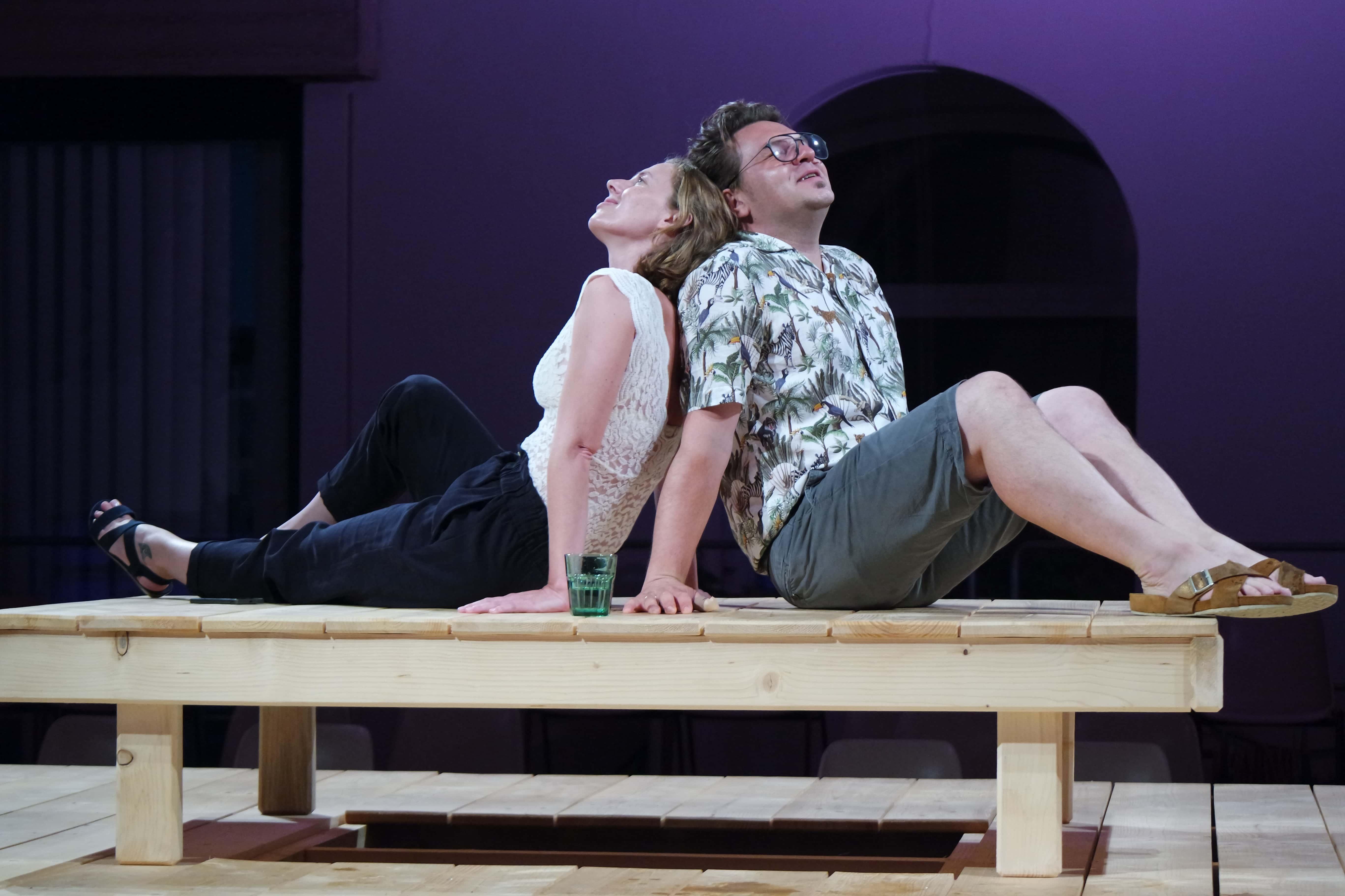 """Szene aus dem Theaterstück """"Piranhas im Wasserbett"""""""