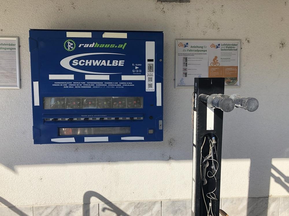 24h Automat bei der Universität Klagenfurt, bei dem man Ersatzschläuche für das Fahrrad kaufen kann