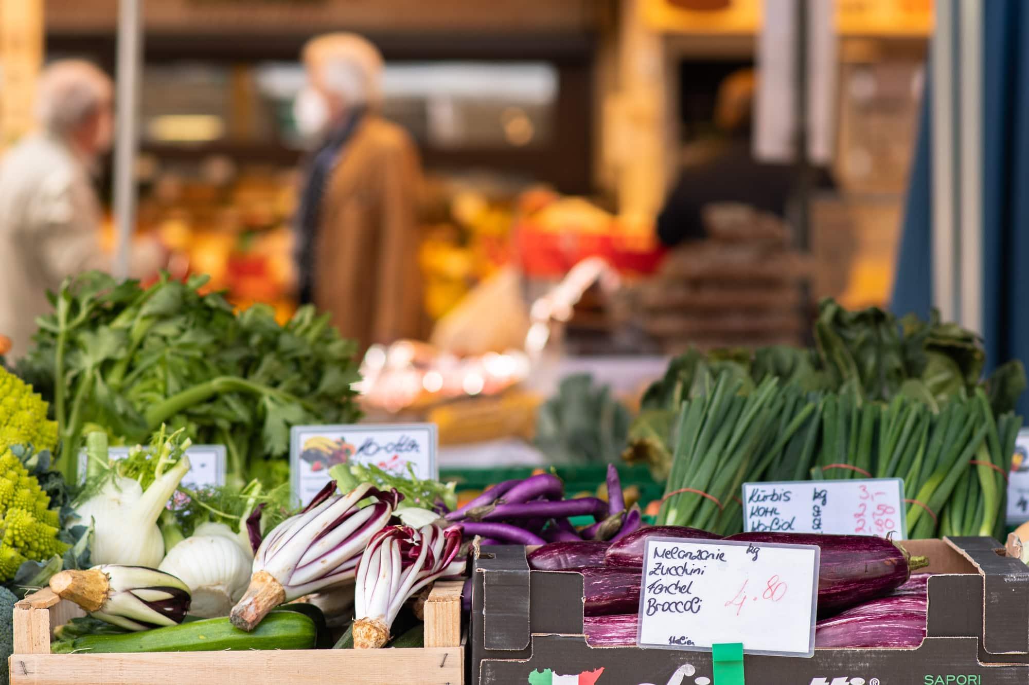 Gemüsestand am Benediktinermarkt (c) KLAMAG, NH