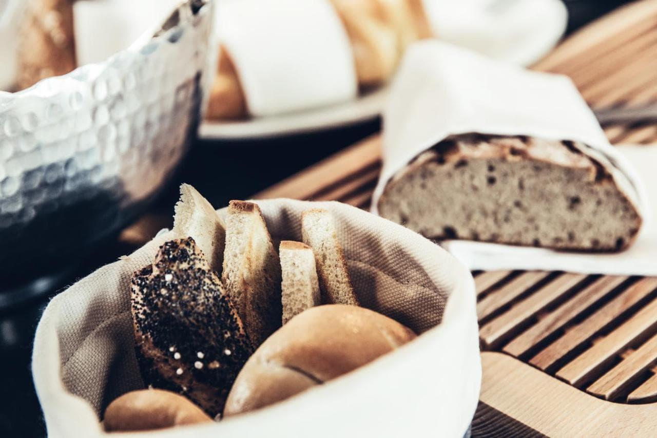 Frühstück und Brunch im Dermuth Hotel mit frischem Brot (c) Anja Kopptisch