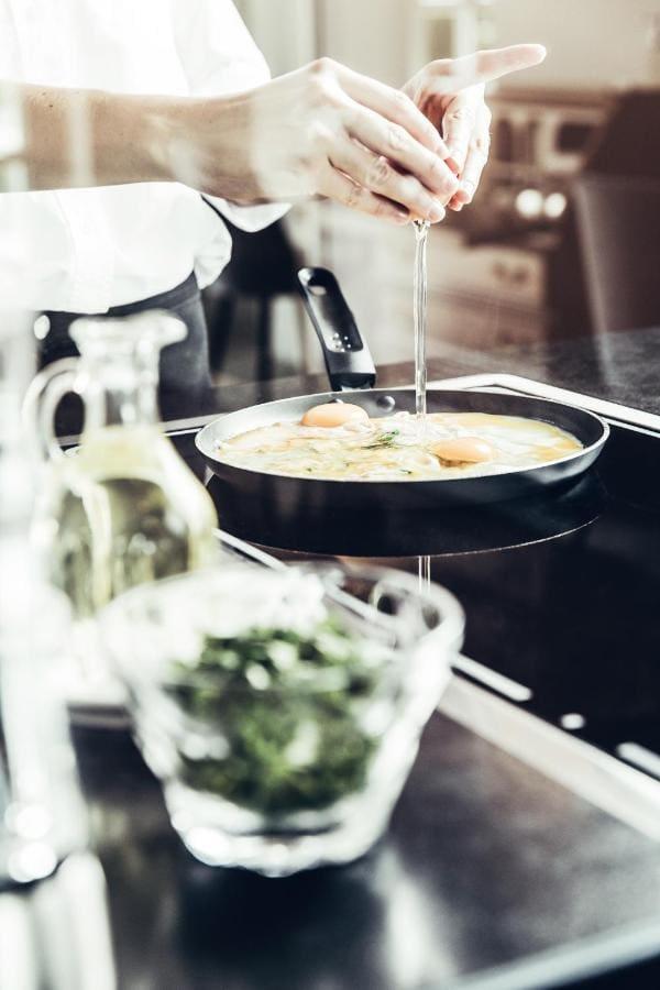 Frühstück und Brunch im Dermuth Hotel mit frischer Eierspeiß (c) Anja Kopptisch